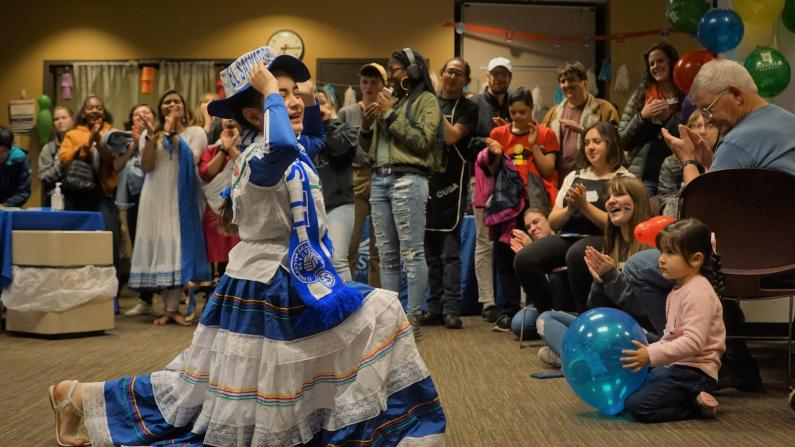 Dancer from El Salvador wows the crowd